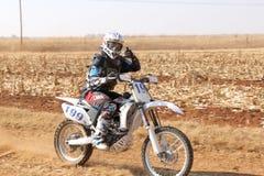 Motocykl kopie up ślad pył na piaska śladzie podczas zlotnych akademii królewskich Obrazy Stock