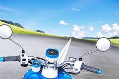 Motocykl na drodze Zdjęcie Royalty Free
