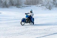 motocykl na lodzie zamarznięty Jeziorny Baikal Fotografia Royalty Free