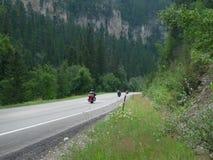 Motocykle na Spearfish jaru Scenicznym Byway w Czarnych wzgórzach, Południowy Dakota obrazy royalty free