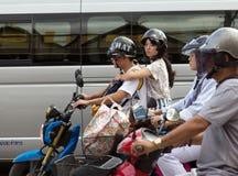 Motocykliści czekają przy złączem w Chiang Mai, fotografia royalty free