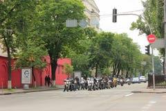 Motocykliści na ulicach obrazy royalty free