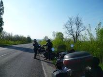 Motocyklista fermata na śladzie zdjęcie stock