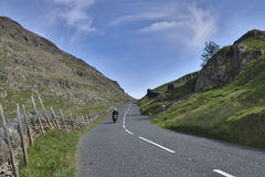 motocyklista góry road Fotografia Royalty Free