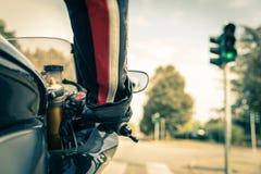 Motocyklista na drodze obrazy royalty free