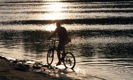 motocyklista sylwetka obrazy royalty free