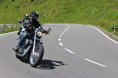 Motocyklista wysoka Alpejska droga Grossglockner Zdjęcia Royalty Free