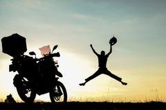 Motocyklisty sukces, dokonuje niemożliwą i szaloną podróż obrazy royalty free