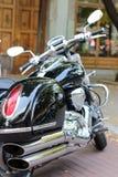 Motocyklu chromu wydmuchowy i parowozowy zbliżenie Fotografia Stock