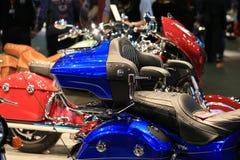 Motocyklu indianina Roadmaster elita 2018 błękitny i czarny Bagażnik i drugi siedzenia zakończenie fotografia royalty free