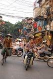 Motocyklu ruch drogowy Hanoi Wietnam obrazy royalty free