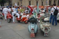 Motocyklu wiec rocznik hulajnoga ` Vespa włoski ` zdjęcie royalty free