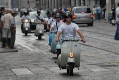 Motocyklu wiec rocznik hulajnoga ` Vespa włoski ` obraz stock