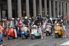 Motocyklu wiec rocznik hulajnoga ` Vespa włoski ` obrazy stock