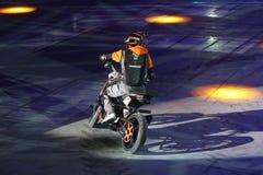 Motocyklu wyczynu kaskaderskiego przedstawienie Obrazy Royalty Free