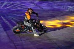 Motocyklu wyczynu kaskaderskiego przedstawienie Obrazy Stock