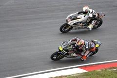 Motogp 125cc que compete de lado a lado a ação Foto de Stock Royalty Free