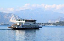 Motonave Traghetto en el lago Maggiore, Laveno Foto de archivo