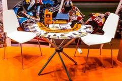 Motopark-2015 (BikePark-2015) 与小册子的表在陈列立场附近 免版税库存图片