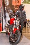 Motopark-2015 (BikePark-2015) Der Ausstellungsstand des Internet-Shops des Ausrüstungsc$e-radfahrers Stockfoto