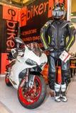 Motopark-2015 (BikePark-2015) Der Ausstellungsstand des Internet-Shops des Ausrüstungsc$e-radfahrers Stockfotografie