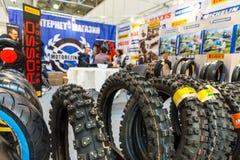 Motopark-2015 (BikePark-2015) Der Ausstellungsstand des Online-Shops von Moto ermüdet Stockfotografie