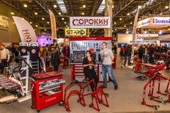 Motopark-2015 (BikePark-2015) Der Ausstellungsstand des Shops der Werkzeuge Sorokin Stockfotos