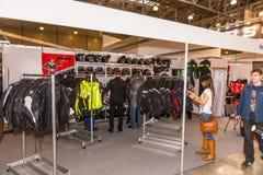 Motopark-2015 (BikePark-2015) Der Ausstellungsstand mit Gang und Ausrüstung Moto Stockbild