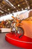 Motopark-2015 (BikePark-2015) Der Ausstellungsstand mit Motorrad (Fahrrad) Enduro-Rennläufer RC200XZT Lizenzfreie Stockfotos