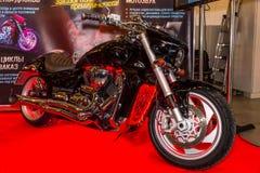 Motopark-2015 (BikePark-2015) Der Ausstellungsstand von abstimmenden Motorrädern (Fahrräder) Das Motorrad (Fahrrad) mit Lichtern Stockfotos