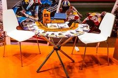 Motopark-2015 (bikePark-2015) Lijst met brochures dichtbij de tentoonstellingstribune Stock Afbeeldingen