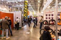 Motopark-2015 (BikePark-2015) Ogólny widok Goście wystawy są przyglądającymi stojakami Obraz Stock