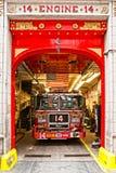 Motor 14 do departamento dos bombeiros de New York. Imagens de Stock