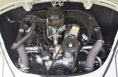 Motor antigo do besouro de Volkswagen imagens de stock royalty free