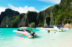 Motor boats in Maya Bay lagoon Royalty Free Stock Photography