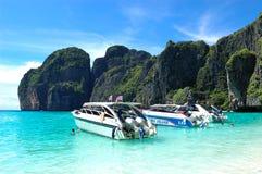 Motor boats on turquoise water of Maya Bay lagoon Royalty Free Stock Photos