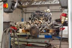 Motor da substituição usado em uma tabela montada para a instalação na fotos de stock royalty free