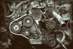 Motor de automóveis com o eixo de engrenagem aberto do sincronismo fotografia de stock