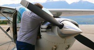 Motor de avión de mantenimiento 4k del ingeniero almacen de video