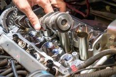 Motor de coche de la fijación usando método local en Tailandia Imagen de archivo libre de regalías