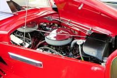 Motor de coche rojo viejo imagen de archivo