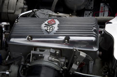 Motor de coche viejo de Chevrolet Imágenes de archivo libres de regalías