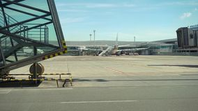 Motor de jato dos aviões no aeroporto imagem de stock