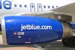 Motor de JetBlue Airbus A320 em Owen Roberts International Airport em Grande Caimão Imagens de Stock Royalty Free
