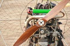 Motor de Paramotor e grandes hélices marrons imagem de stock royalty free
