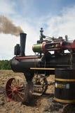 Motor de trator do vapor de Amish que prepara-se para arar imagem de stock