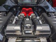 Motor de V8 en coche de deportes italiano exótico fotos de archivo libres de regalías