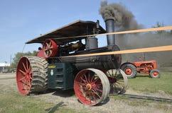 Motor de vapor que sopla humo negro Imagen de archivo