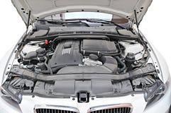 Motor del coche de BMW 335i - posición abierta del capo Imagen de archivo libre de regalías
