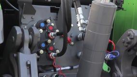 Motor diesel do poder no trator novo vídeos de arquivo